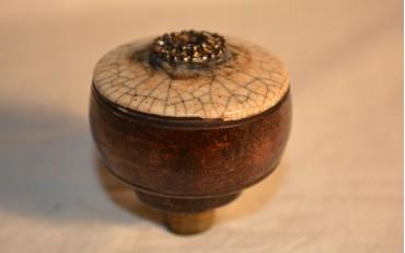 55 Rare porcelaine damper with semi precious stones 1900