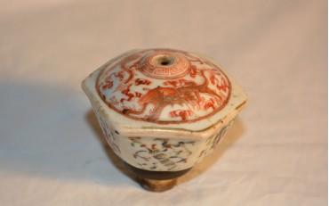 6 Beautifully designed porcelaine damper 1870