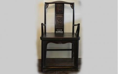 15. A mandarin carved chair in ebony Qing dynasty
